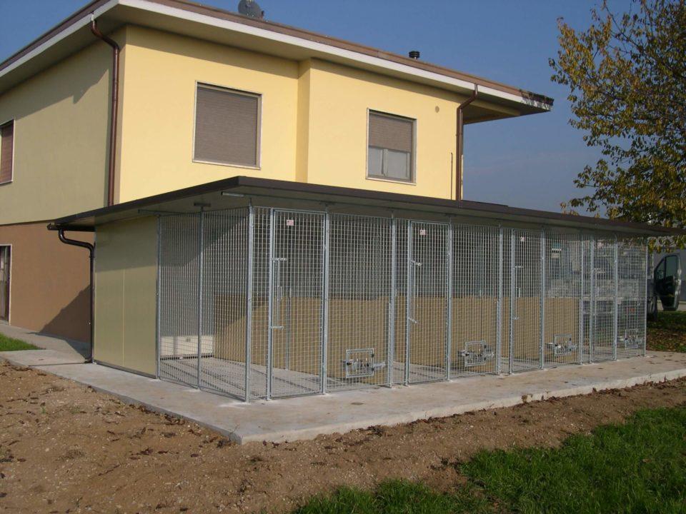 box da esterno a schiera per cani